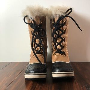 Women's Sorel Tofino fur trim Boots size 7